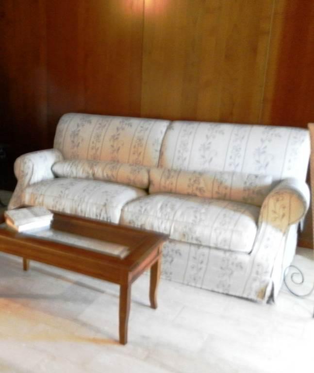 divano-classico-3-posti-outlet-grandi-affari-mobili-salvati-castel-san-giorgio-sa-€-800