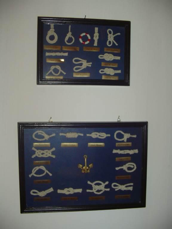 quadri con nodi marinari in outlet da mobili salvati -castel san giorgio -sa-