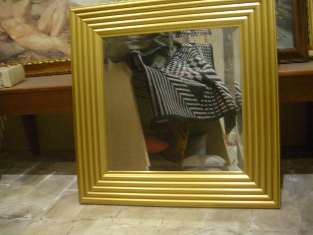 ditta scrilema -specchio-outlet- grandi affari- mobili salvati- castel san giorgio - sa -29- specchio cornice dorata € 70