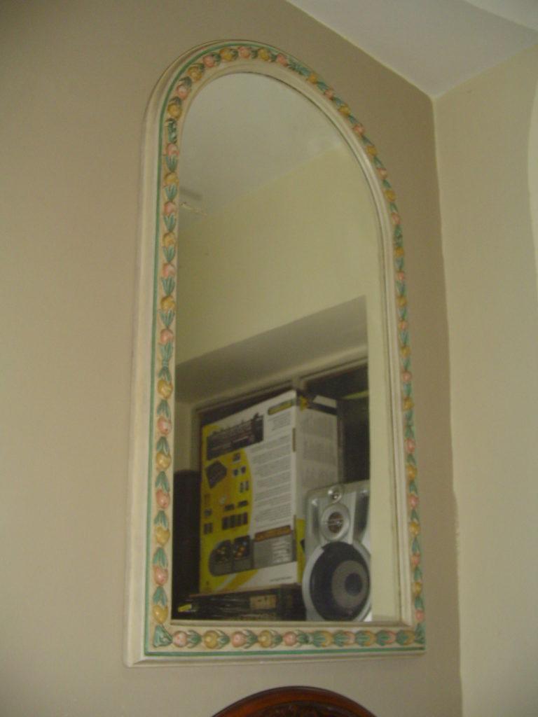 outlet- grandi affari- mobili salvati- castel san giorgio - sa -41specchio cornice floreale a rilievo € 80