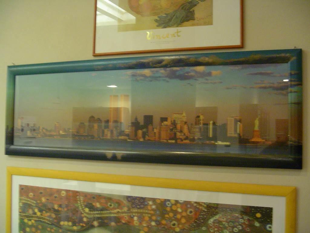 serigrafia con cornice in tema colori-quadro in outlet da mobili salvati -castel san giorgio -sa-