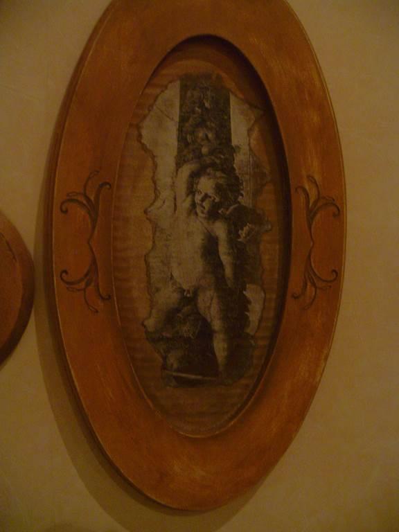 quadretto ovale -quadro in outlet da mobili salvati -castel san giorgio -sa-