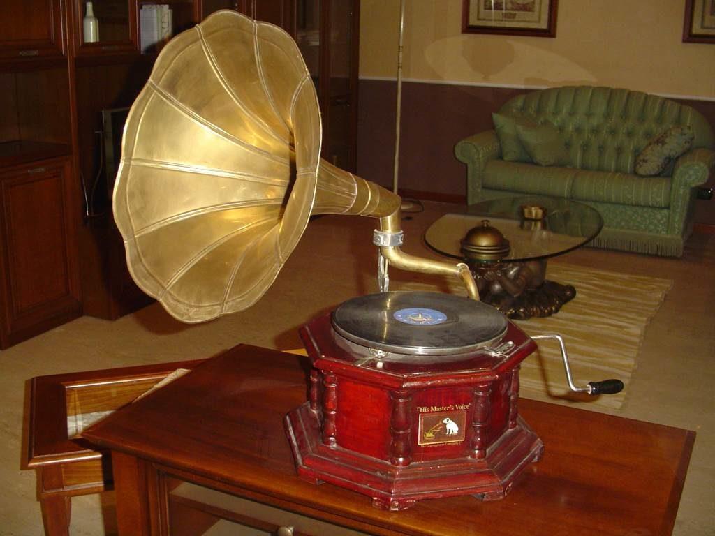 outlet- grandi affari- mobili salvati- castel san giorgio - sa -6- castagnetti grammofono € 140