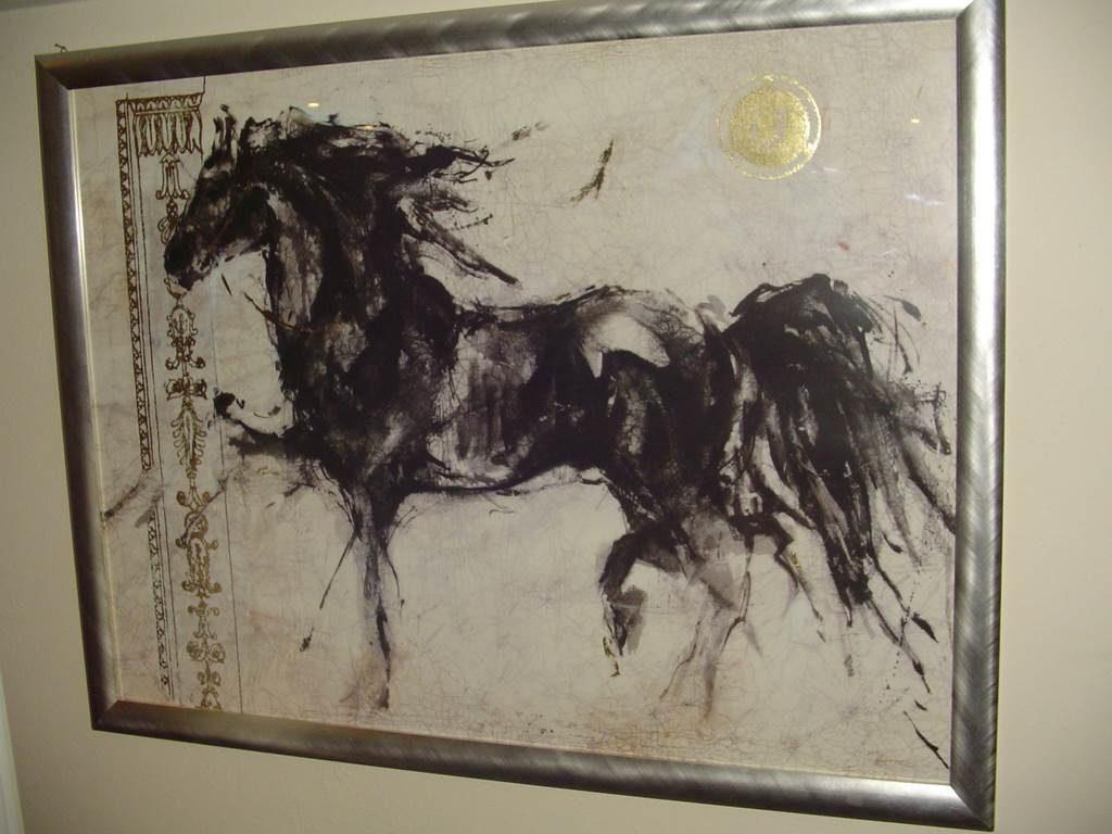 serigrafia cavallo nero -quadro in outlet da mobili salvati -castel san giorgio -sa-