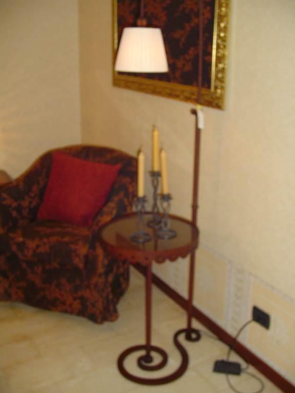 outlet- grandi affari- mobili salvati- castel san giorgio - sa -Ciacci Tavolino lampada € 130