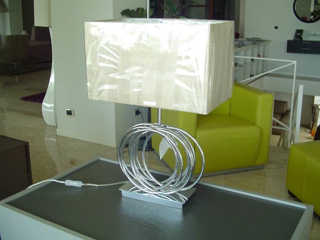 produzione Shuller - lampada da tavolo- in outlet da mobili salvati castel san giorgio - salerno
