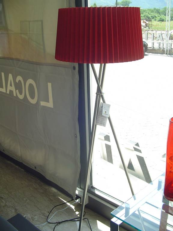 outlet- grandi affari- mobili salvati- castel san giorgio - sa -Trio piantana € 50
