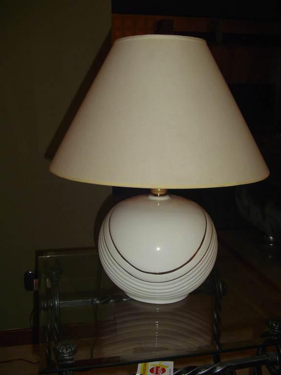 interni luce - lampada da tavolo in ceramica-in outlet - da mobili salvati a castel san giorgio - salerno