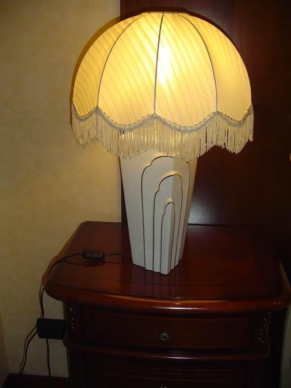 Ditta Interni Luce - Lampada da tavolo in ceramica decorata - paralume in tessuto-in outlet da mobili salvati-a castel san giorgio- salerno