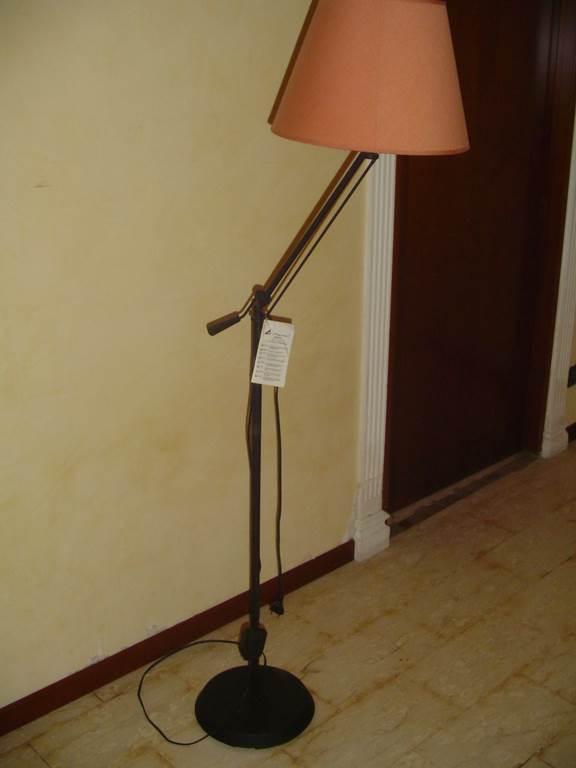 Trio Lampada da lettura struttura in metallo regolabile per inclinazione braccio paralume rosa-in outlet da mobili salvati castel san giorgio - salerno